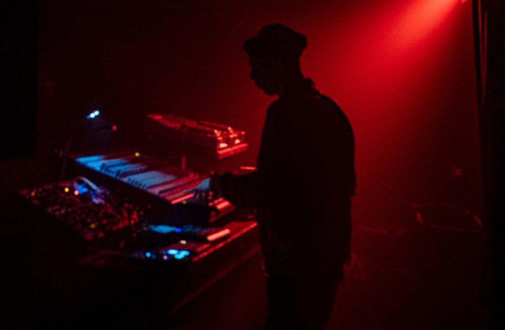 <em>Acid techno</em> klubis Hall: homme astub üles Soome tantsumuusika pioneer Mono Junk