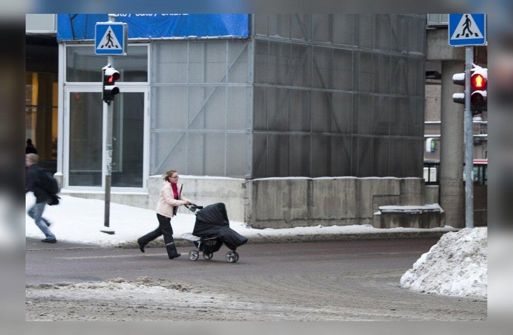 FOTOD: Vanemad rikuvad laste nähes massiliselt liikluseeskirja