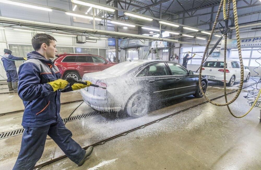 Kui auto on sopast puhtaks pestud ja talvega kogunenud pigi eemaldatud, oleks soovitatav katta auto värvkate kaitsva vahaga.