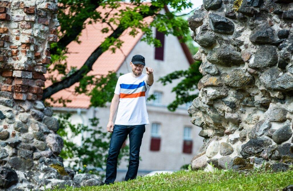 Viljandi Folgi programmipealik Tarmo Noormaa soovitab esmajoones minna kuulama tuttavaid ansambleid aga lasta ka ennast rabada mõnel tundmatul koosseisul.