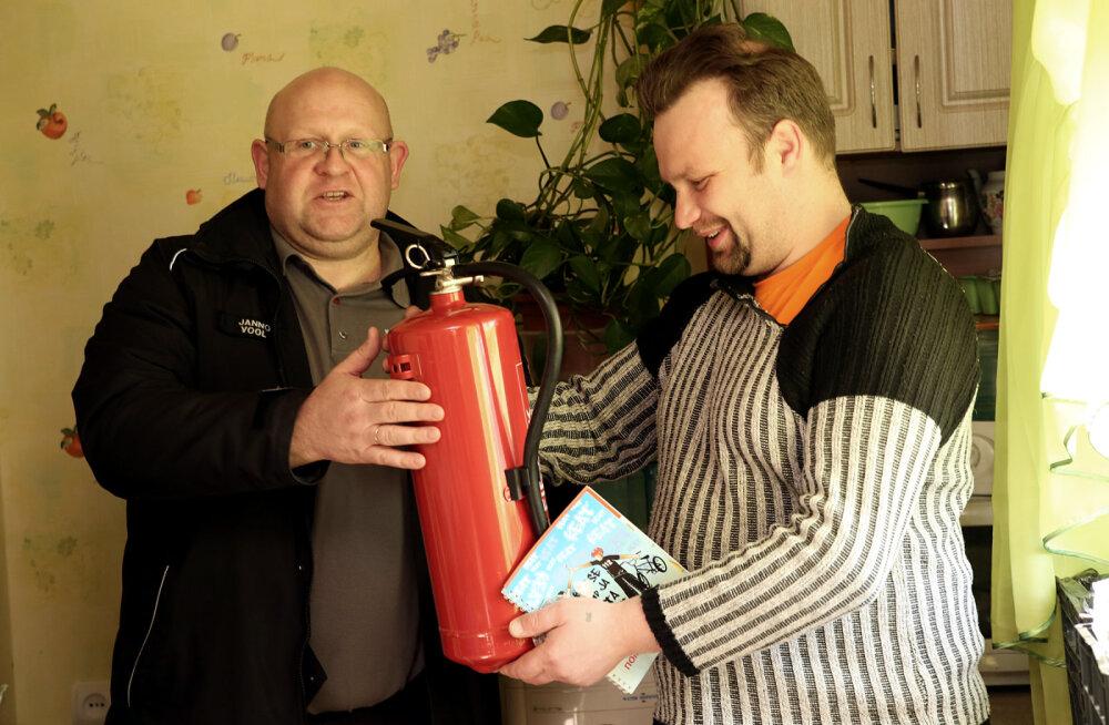 Дом стал безопаснее: спасатели вручили призы победителям розыгрыша