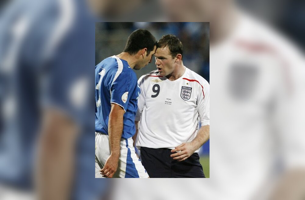 Iisraeli koondislane Tal Ben Haim vaidlemas inglaste Wayne Rooney`ga