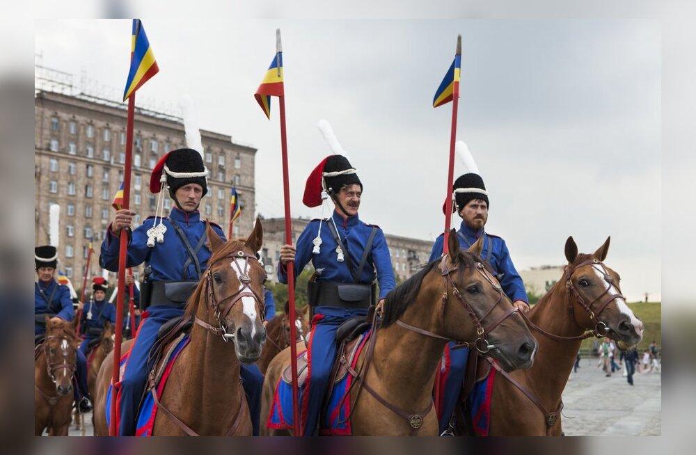 FOTOD: Vene kasakad mälestavad Pariisi-marsiga võitu Napoleoni üle