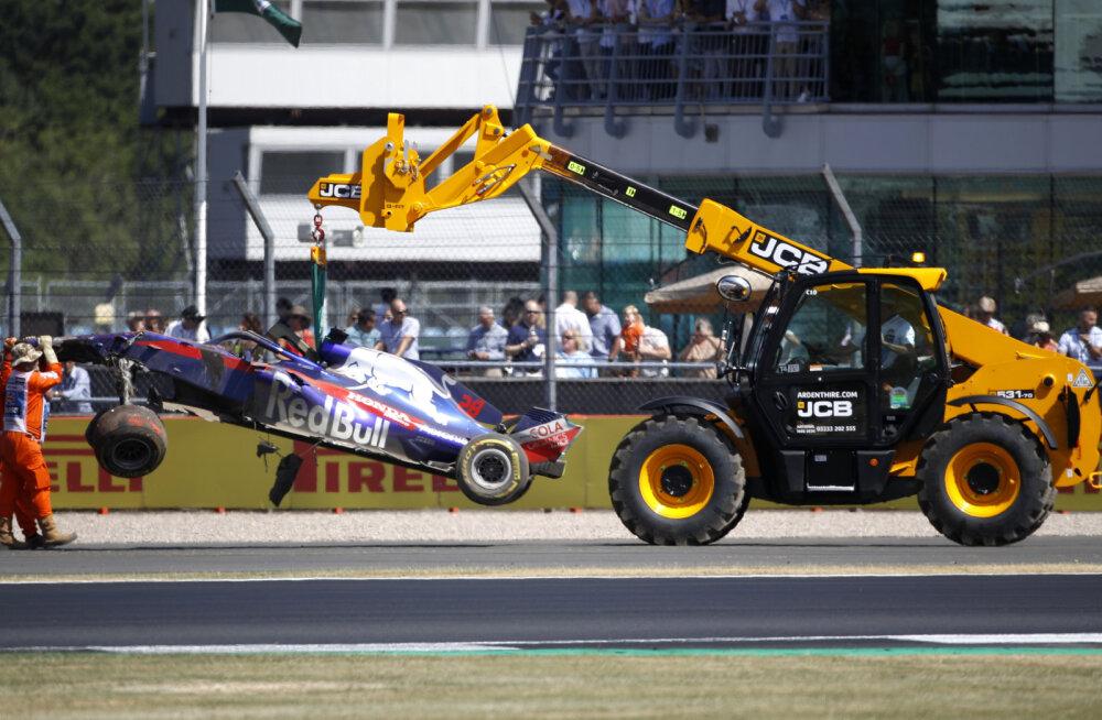 VIDEO | 300-kilomeetrise tunnikiiruse juures purunenud vedrustus põhjustas Briti GP kolmandal vabatreeningul üliraske avarii
