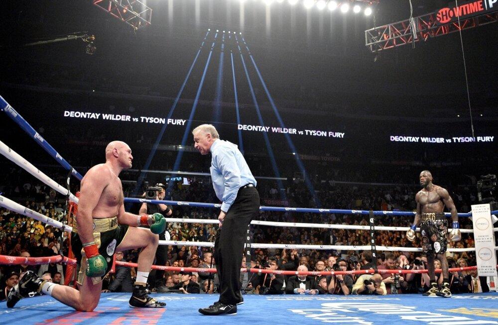 Tyson Fury suutis pärast teist nokdauni tõusta ja matši jätkata.