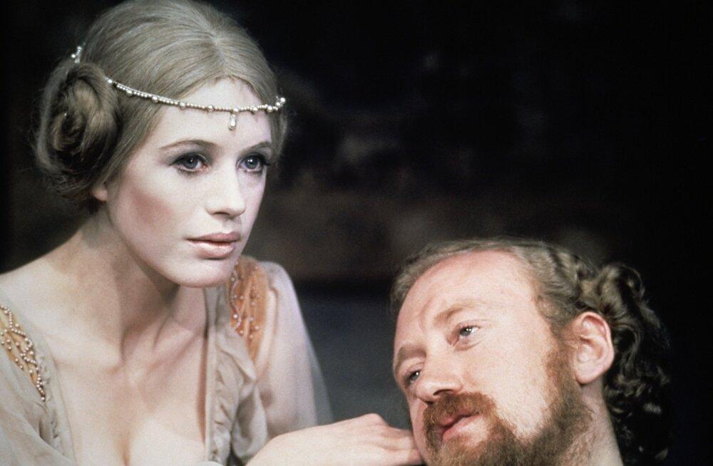 Ophelia (Marianne Faithfull) ja Hamlet (Nicol Williamson).
