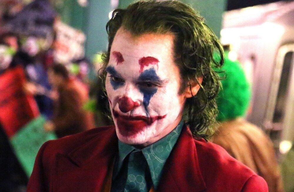 Хоакин Феникс в роли Джокера.