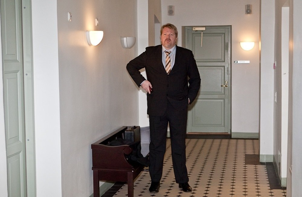 Johan Bäckman vehkis Helsingi kohtus pronkssõduri pisikese koopiaga