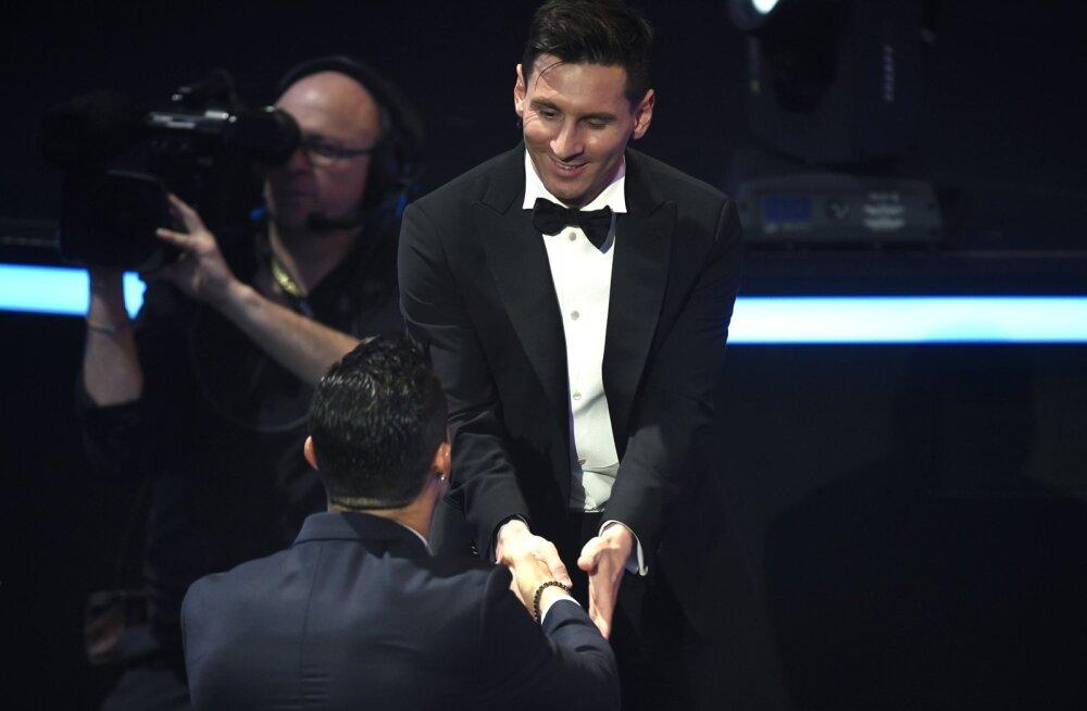 Ronaldo õnnitleb Messit