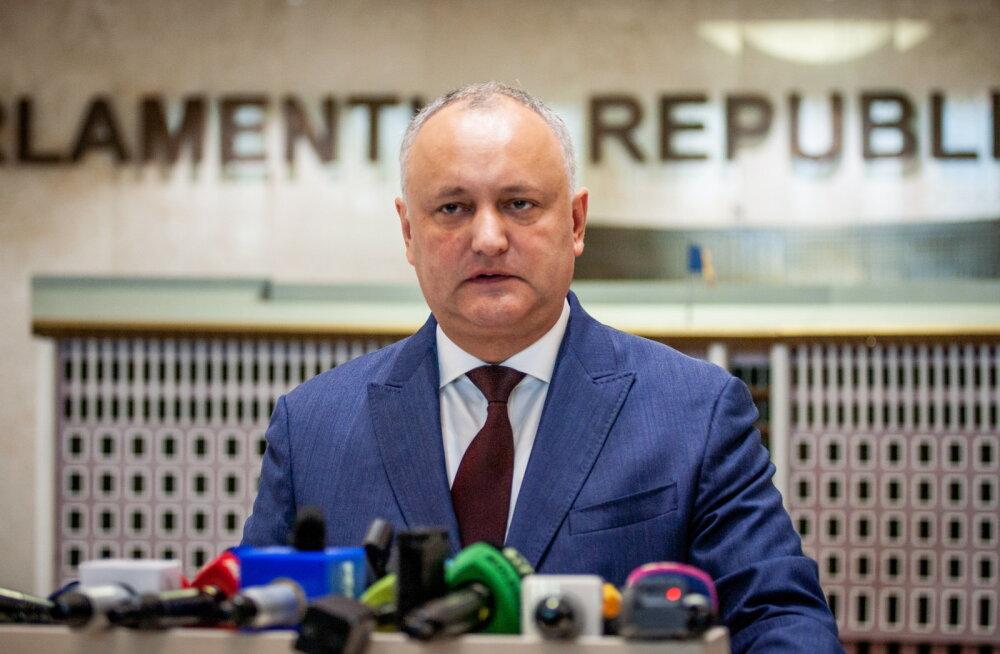 Segadus Moldovas: põhiseaduskohus tagandas presidendi, ajutine riigipea saatis laiali parlamendi