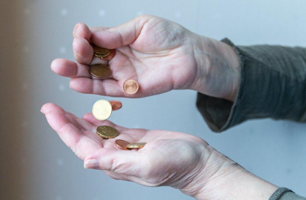 """""""Где мои деньги?"""" Пенсионерка подозревает департамент в мошенничестве со стажем, тот заверяет, что все по закону"""