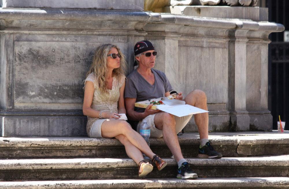Флоренция ввела для туристов штрафы за еду на улице до €500
