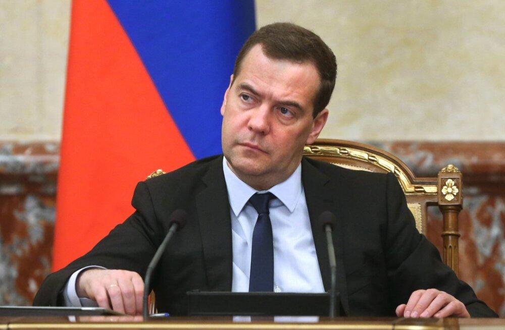 Medvedev ettevõtjatele: ärge olge ahned, muidu võtame hinnad kontrolli alla!