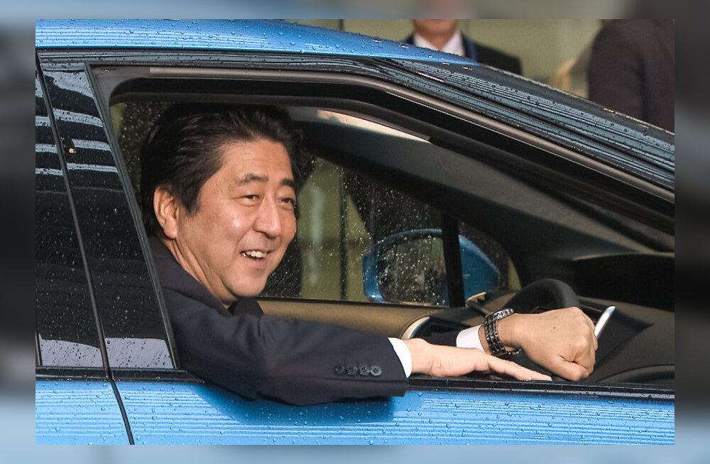 Toyota žest: esimene vesinikuauto anti Jaapani peaministrile