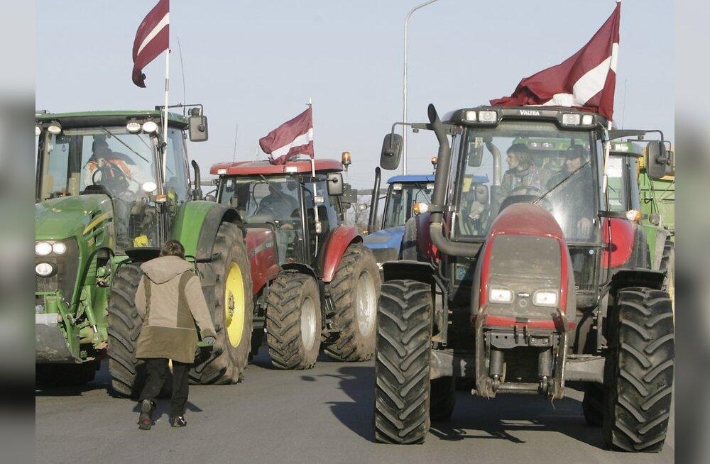 Läti põllumehed blokeerivad teed Läti pealinna (veebruar 2009), foto: Scanpix