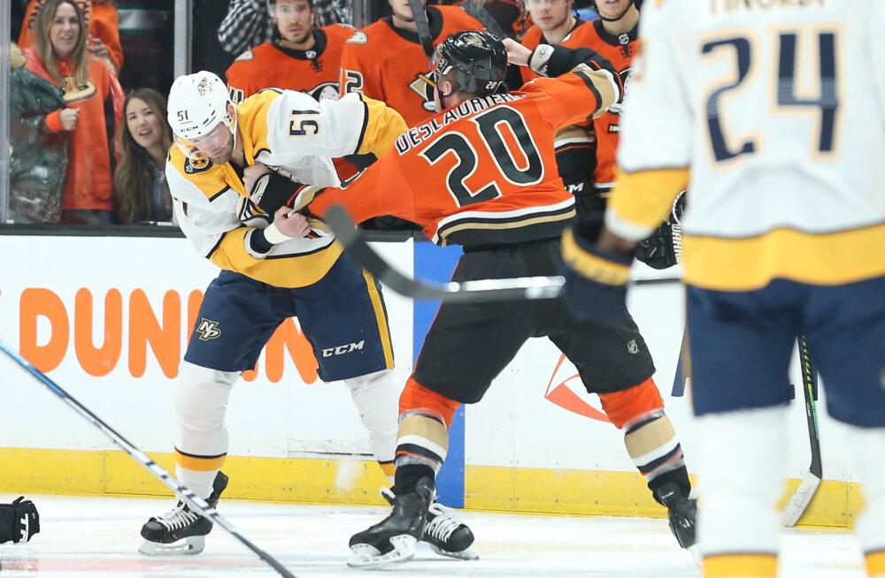 VIDEO | NHL-is hakkasid meestel rusikad sügelema juba mängu kolmandal sekundil
