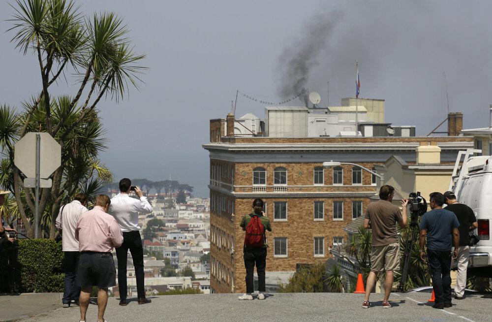 Venemaa saatkonnast San Franciscos tuli päev enne sulgemist musta suitsu