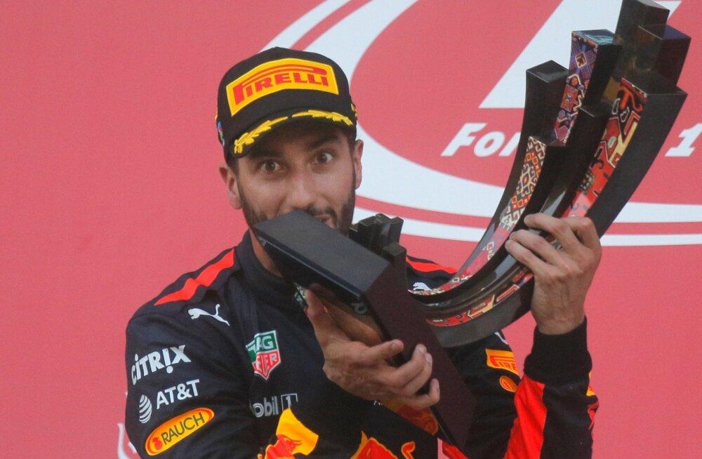 Daniel Ricciardo üllatusterohke etapi võidukarikaga