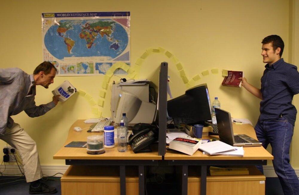 ВИДЕО   Несколько идей, как развлечься в офисе