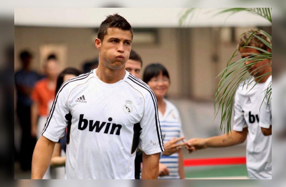 Chelsea üllatuskäik: suvel plaanitakse osta Higuaín ja Ronaldo
