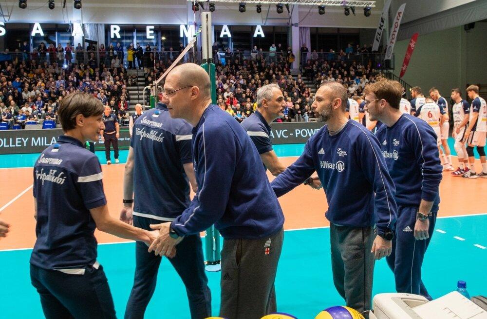 Milano ja Saaremaa võistkondade juhendajad euromängude eel kätlemas.