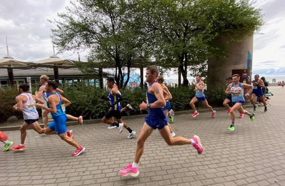 Jooksu käigus tekkis eurooplastel oma grupp, kuhu kuulusid ka Tiidrek Nurme (esiplaanil) ja Roman Fosti (paremal).