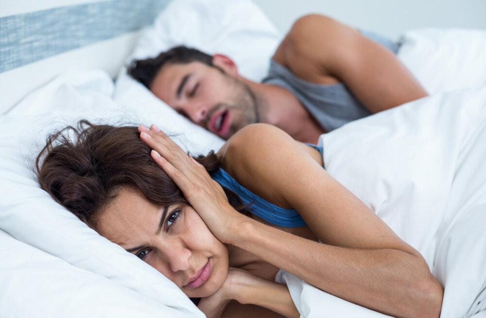 Naine kurdab: mees jääb tihti keset seksi magama, aga mina olen ju voodis nii hea!