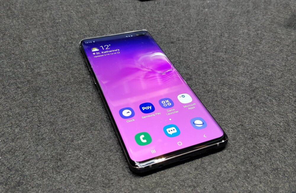 Samsung S10 omanik suutis telefoni üliturvalise sõrmejäljelugeja haneks tõmmata