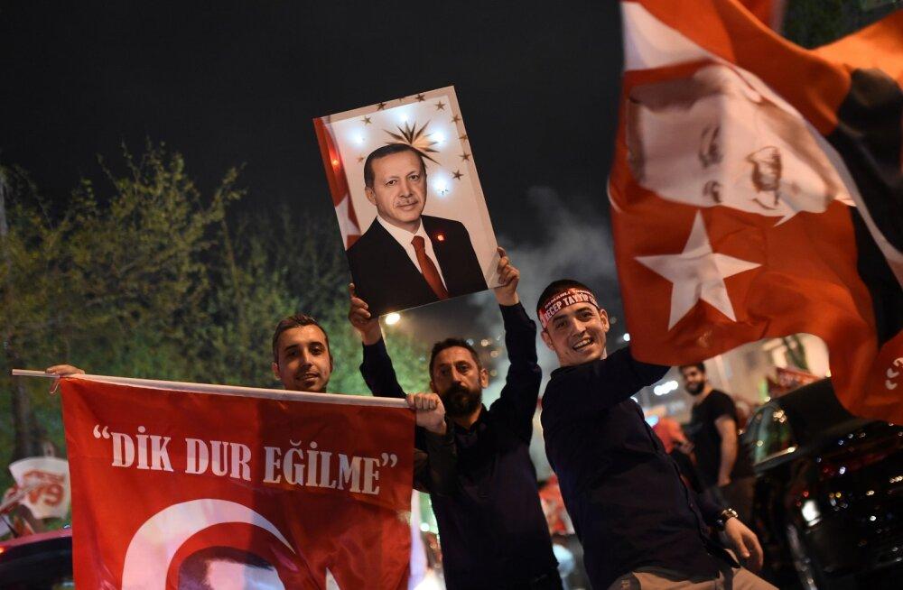 Välisvaatlejad: Türgi referendum ei toimunud vabalt ega ausalt