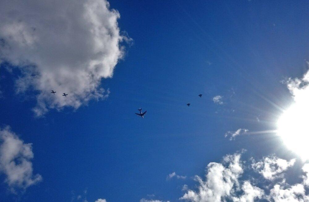 Sõjalennukite formatsioonlend