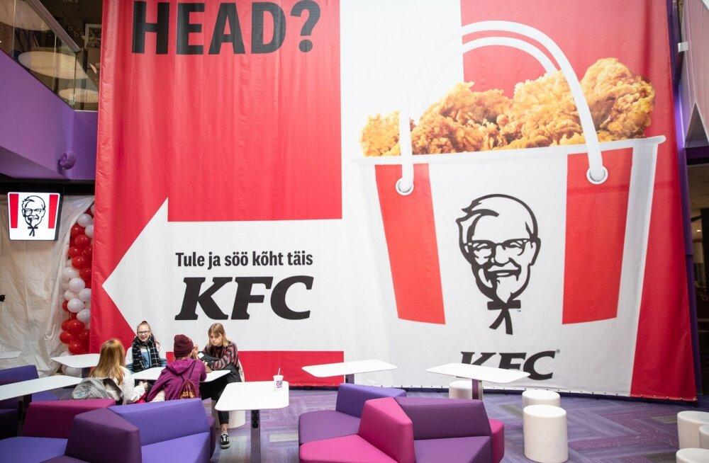 KFC avamist ootavad noored