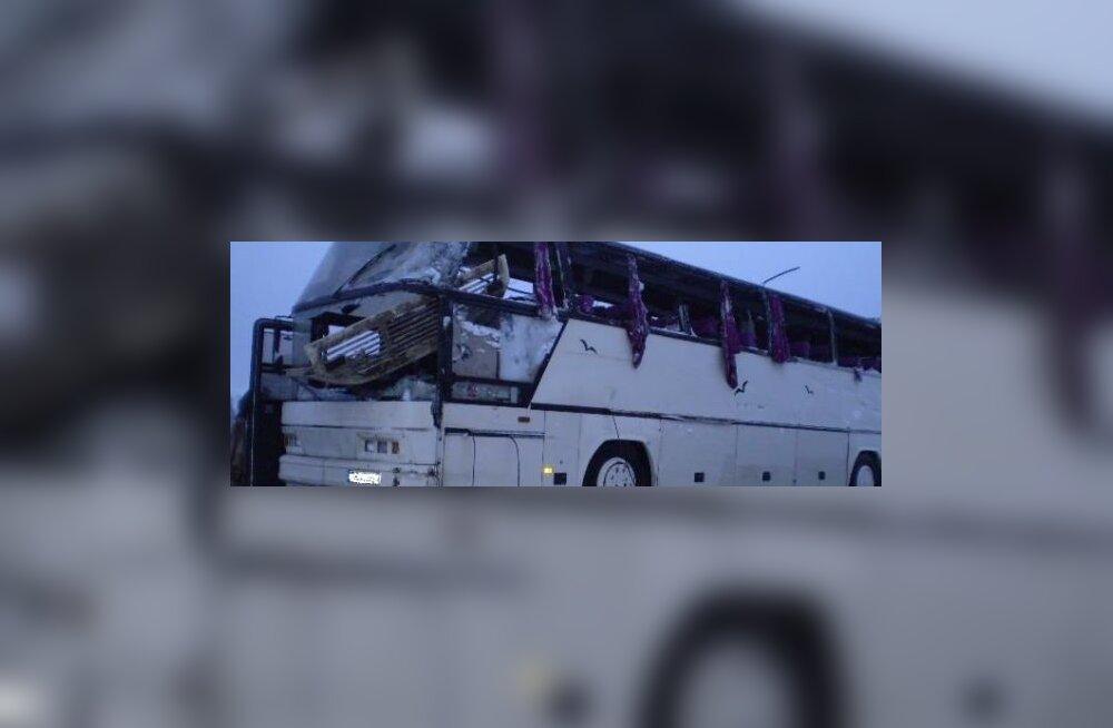 Авария в Валгамаа: 2 погибли, 10 пострадавших