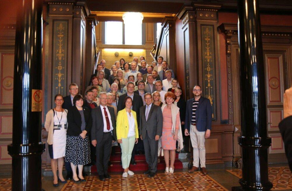 Haridus- ja teadusministeerium käis 33 inimesega Soomes visiidil, see läks maksma üle 11 000 euro