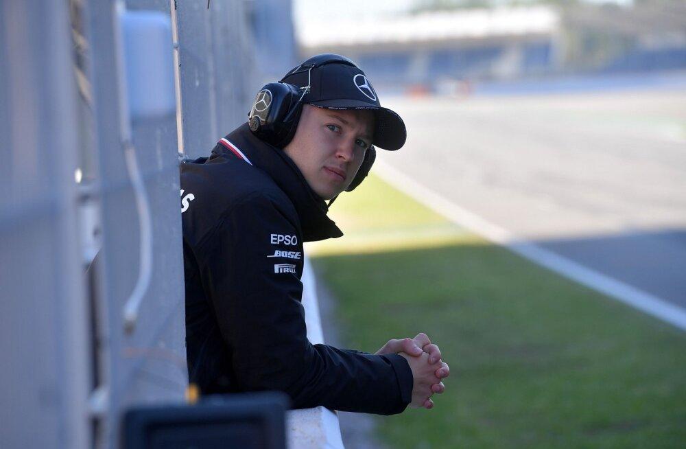 Barcelona testisõidu teise päeva pani kinni esimest korda Mercedese uusimasse autosse pääsenud venelane