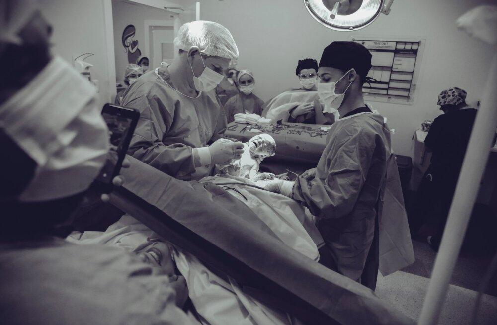 Английские врачи выходили новорожденную девочку весом 511 граммов