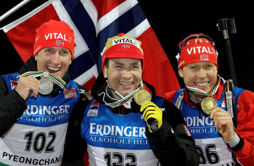 Halvard Hanevold (paremal) Björndaleni kõrval