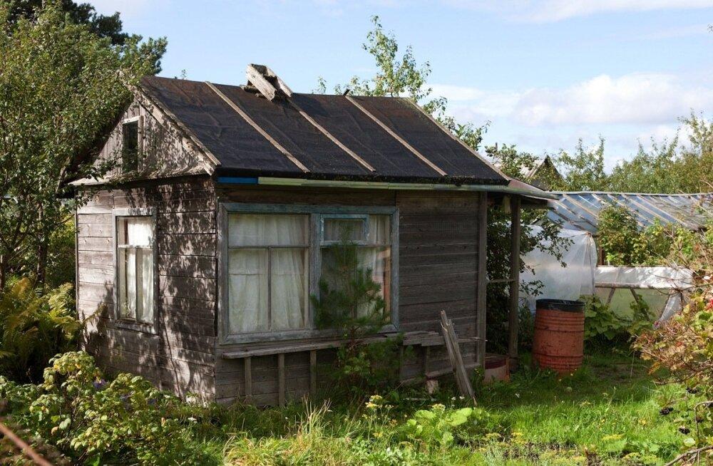 Et maatükile oli varem ehitatud aiamaja, kinnistu omandiõigusele mõju ei avalda.