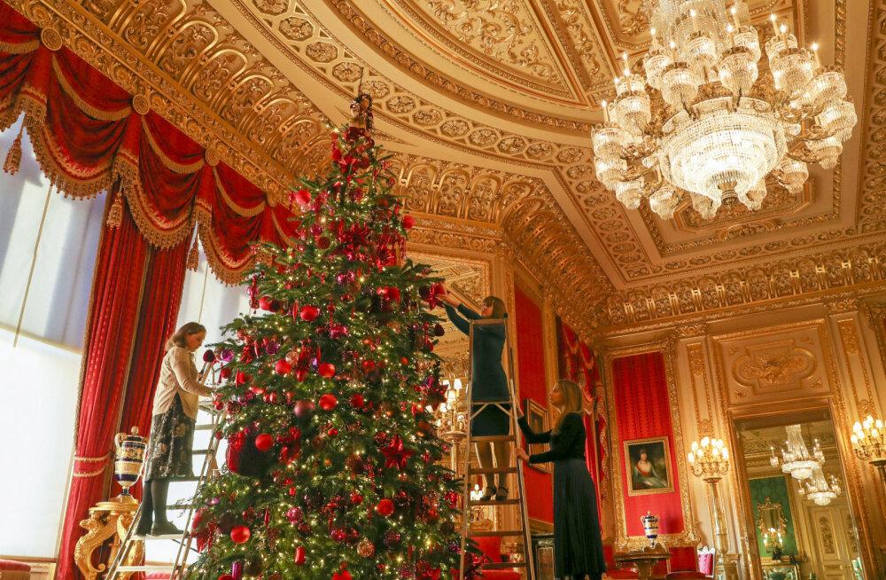 ФОТО | Смотрите, какая красивая елка в этом году у королевы Англии!