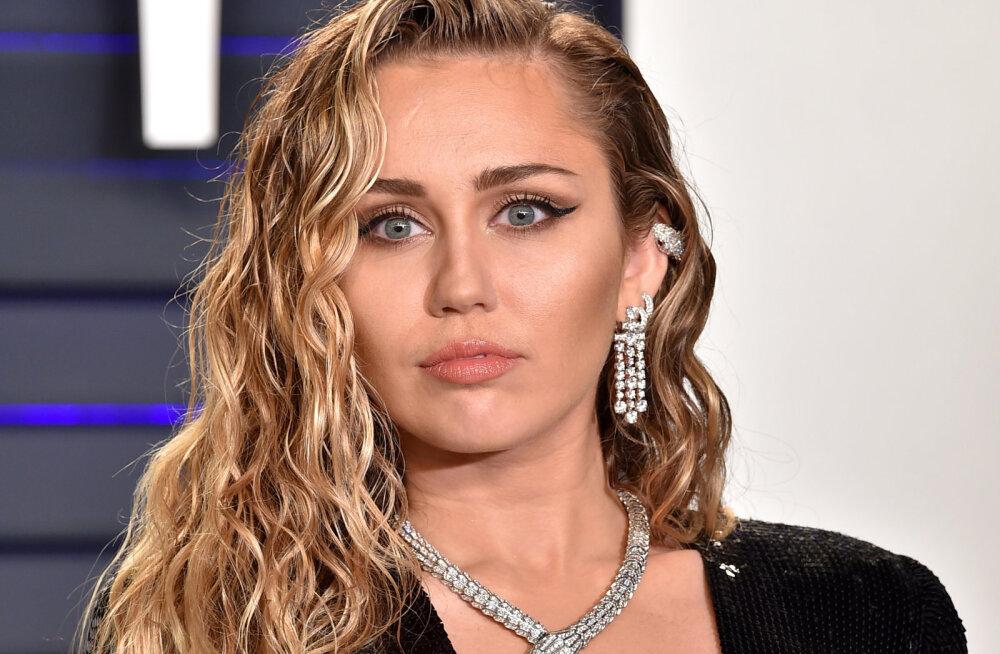 KUUM KLÕPS   Jälle paljas! Miley Cyrus poseerib taas kord täiesti alasti