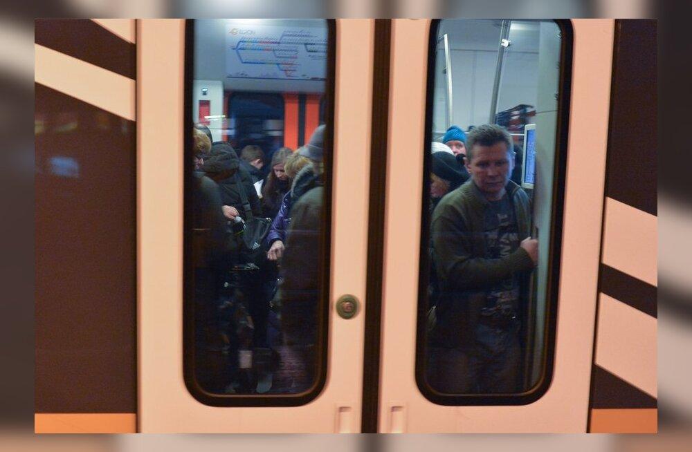 Rahvas ei taha uutesse rongidesse ära mahtuda.