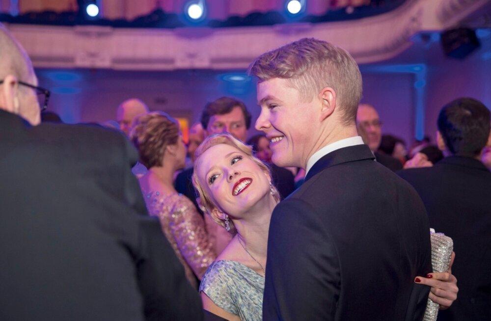 PÄEVA KLÕPS | Saara Pius jagas oma pulmast kelmikaid pilte, mida siiani oli näinud vaid lähiring