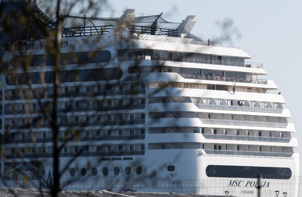 Kruiisilaev MSC Poesia Tallinna sadamas