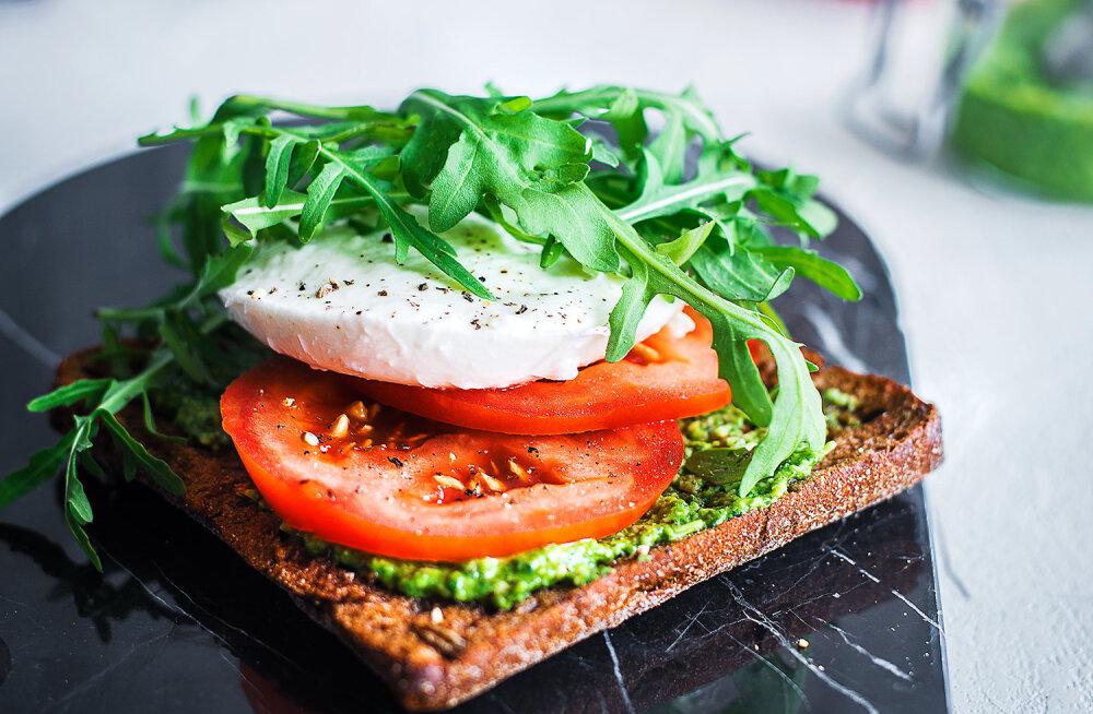 RETSEPT | Egle Eller-Nabi soovitab: hõrgutav ja tervislik võileib mozzarella ja pestoga