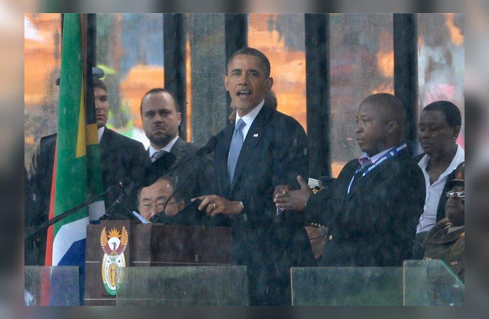 Nelson Mandela mälestusteenistuse viipekeele tõlk osutus väidetavalt petiseks: vehkis suvaliselt kätega