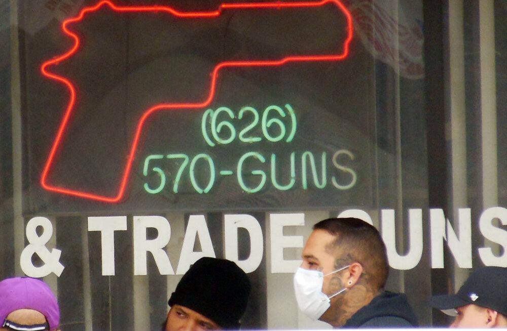 На фоне пандемии коронавируса в США выросли продажи оружия