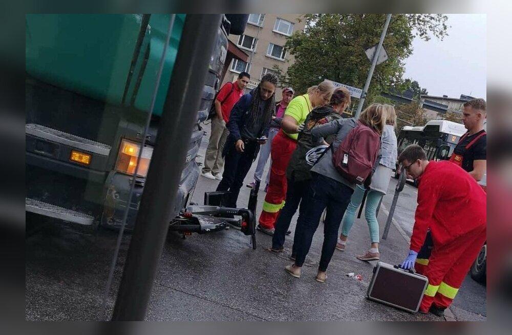 В Тарту под мусоровоз попал велосипедист