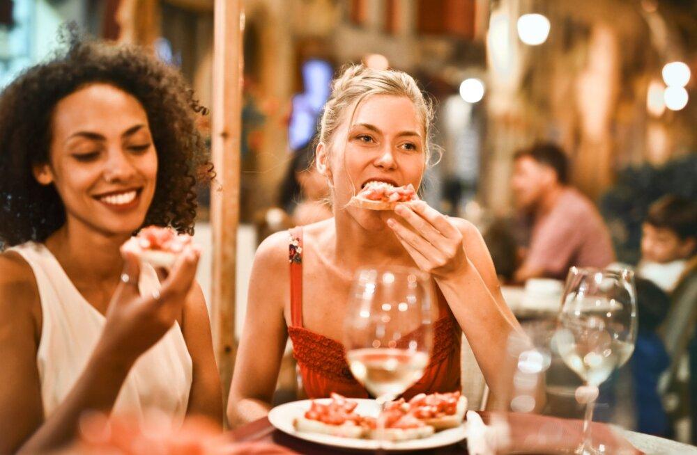 Желающим похудеть не стоит есть в одиночестве
