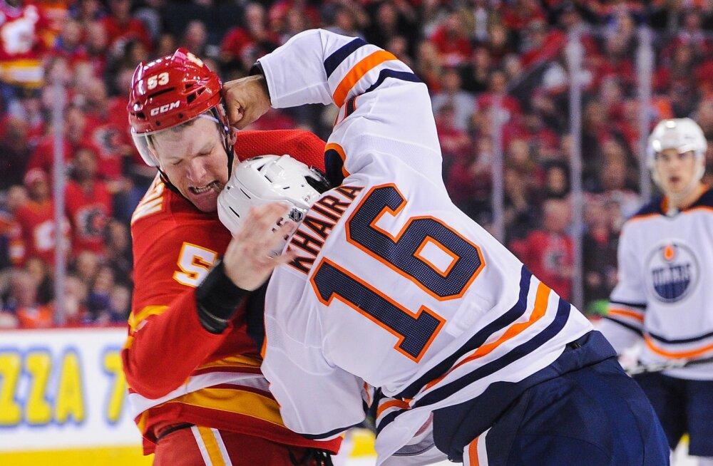 VIDEO | Haruldane vaatepilt! NHL-i kohtumises läksid omavahel kaklema väravavahid