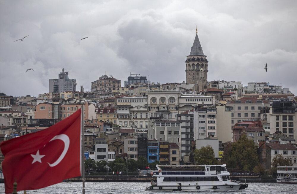 Istanbulis rammis buss peatuses inimesi kellest üks suri ja 13 sai vigastada