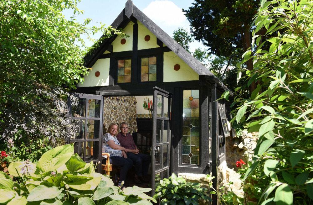 ФОТО: Семейная пара за 28 лет и 30 000 евро превратила свой двор в волшебный сад